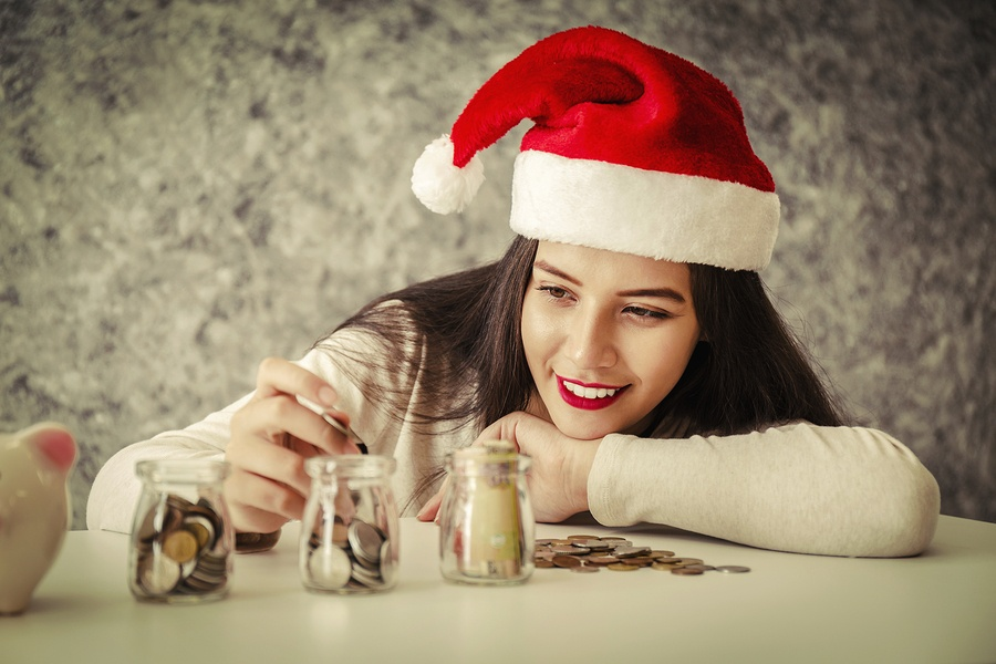How to Save Money This Holiday Season [Step-by-Step Guide]