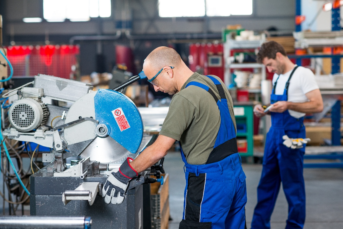 98.6% of American Manufacturers are Small Businesses, Struggling to Hire